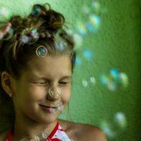 Даша и пузыри :: Ольга Зеленская