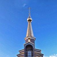 Новая церковь  в лучах заходящего солнца :: Виктор Заморков