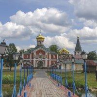 Дорога к храму. Валдайский Иверский мужской монастырь :: Игорь Максименко
