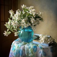 Жасмин цветет, роняя лепестки… :: lady-viola2014 -