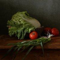 Зеленый лук и овощи. Вариант :: Татьяна Карачкова