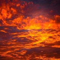 Небо в огне :: Олександр Волжский