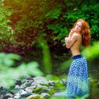 в лесу :: Анна Соколова