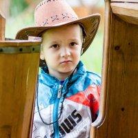Мальчик в ковбойской шляпе :: Марина Кириллова