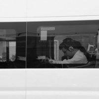 Белый  автобус. :: Валерия  Полещикова