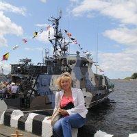 На фоне кораблей 2 :: Сергей