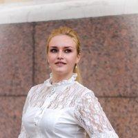 Девушка в белой кофточке. :: Александр Лейкум