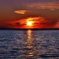 Мой ангел, помнишь лезвия заката, В тех тихих снах, где озеро и лес... :: Анастасия Михалева