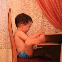 Нога, тебе уже два года, а ты не умеешь мышкой работать :: Татьяна Ломтева