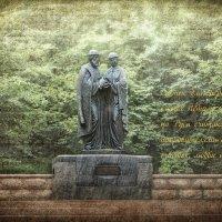 памятник Петру и Февронии :: Dmitriy Andreev