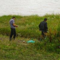 На рыбалку собрались, чином всё, порядочком. Снасти есть и пиво есть - только на поглядочку... :: Юлия Бабитко