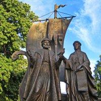 Памятник св.Петру и Февронии. :: Татьяна Кудрина