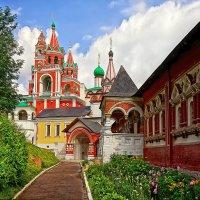 Звонница, царицыны палаты, Троицкая надвратная церковь :: mila