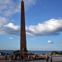 22 июня. Цветы к памятнику... :: Raisa Ivanova