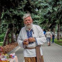 Кустарь. :: Андрей Печерский