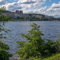 Город у озера :: vladimir