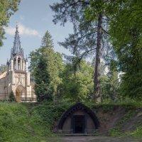 Церковь святых апостолов Петра и Павла в Шуваловском парке :: Valeriy Piterskiy