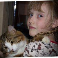 Девочка с котенком :: Алексей Корнеев