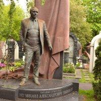 Памятник на могиле М. Ульянова :: Владимир Болдырев