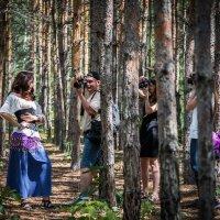 Выйдешь в лес, а там за каждым деревом... :: Владимир Клещёв
