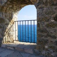 Взгляд из древней крепости... :: Светлана Игнатьева