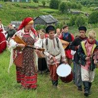 Русский Север. Селу Нёнакса 618 лет. Сельский ход :: Владимир Шибинский