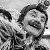 Ветеран парашютного спорта... :: Влад Никишин