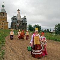 Русский Север. Селу Нёнокса 618 лет. Собираются на сельский ход :: Владимир Шибинский
