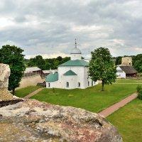Изборская крепость. Никольская церковь :: юрий
