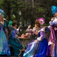 Театрализованное шествие в день города :: Леонид Никитин