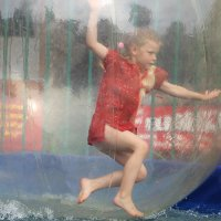 Девочка в шаре.... :: Tatiana Markova