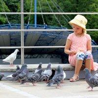 Девочка и птицы :: Женечка Зяленая