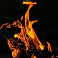 Танцы пламени :: Виталий Павлов
