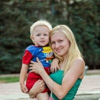 молодая мама и сынок ... :: Максим Леонтьев