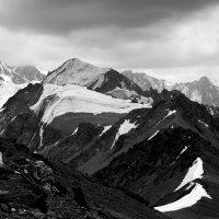 Вид с вершины пика Комсомолец :: Дмитрий Левин