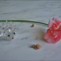 Ёжик и цветок герани :: Нина Корешкова