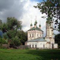закрытый храм всё ж тучи отгоняет... :: Галина Филоросс