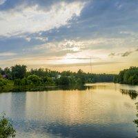 Закат на лесном озере :: Александр Владимиров