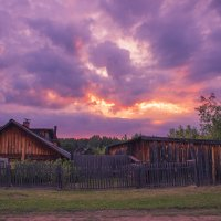 Закат в деревне :: Артем Ступаков