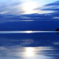 И не понять, то ли небо в озёра упало, и не понять, то ли озеро в небе плывёт... :: George Nik