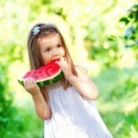 Малышка с арбузом :: Криcтина Байрамкулова