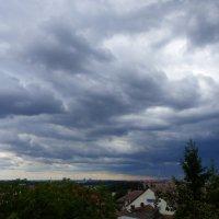 вид из окна перед дождем) :: Ольга Богачёва