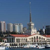 морской вокзал г.Сочи  и новостройки города :: valeriy khlopunov