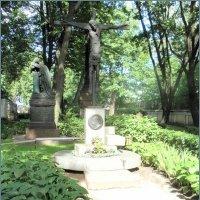 Надгробие Товстоногова Г.А :: Вера