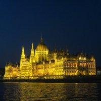 Здание Парламента вечером, Будапешт :: Людмила