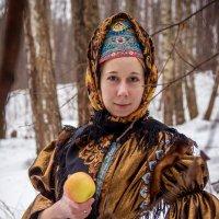 Девушка с яблоком :: Anna Shaposhnikova