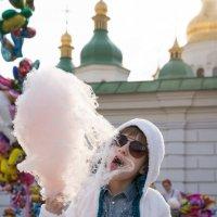 Сладкая вата - десерт актуальный в любом возрасте :: Валентин Наталенко