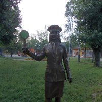 Памятник железнодорожнице :: Викторина Срыбна
