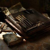 Те папиросы отдавали странной горечью... :: Ирина Данилова