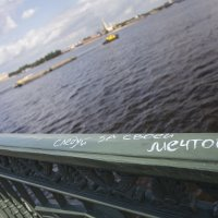 Проходя по Дворцовому мосту :: Олег Дорошенко